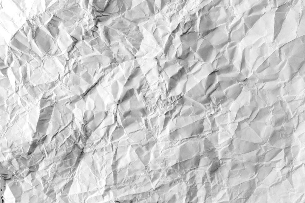 Ein geknittertes Blatt Papier